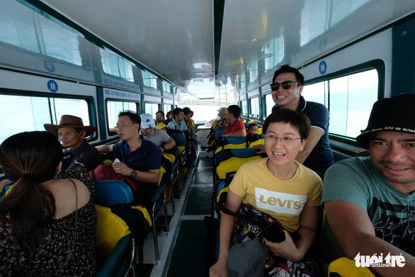 Du lịch Nha Trang giảm giá sâu, khách đông trở lại - Ảnh 5.