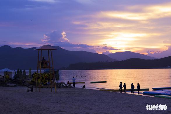 Du lịch Nha Trang giảm giá sâu, khách đông trở lại - Ảnh 8.