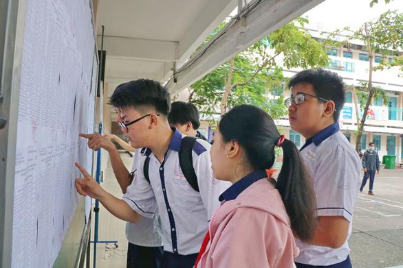 Sáng nay 15-7, hơn 82.000 học sinh làm thủ tục thi lớp 10 tại TP.HCM - Ảnh 4.
