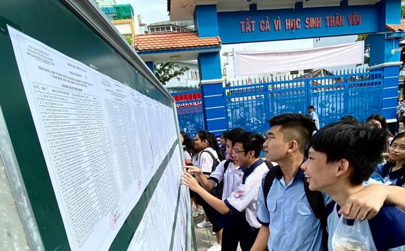 Sáng nay 15-7, hơn 82.000 học sinh làm thủ tục thi lớp 10 tại TP.HCM - Ảnh 3.
