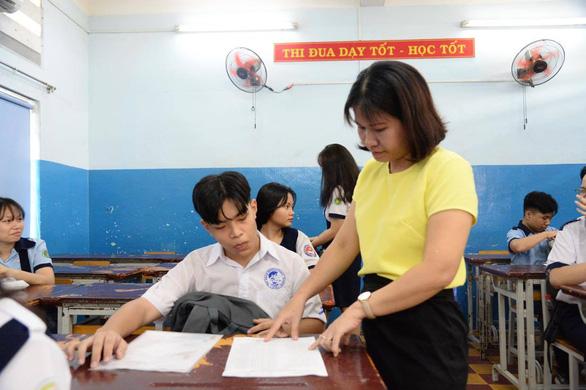 Sáng nay 15-7, hơn 82.000 học sinh làm thủ tục thi lớp 10 tại TP.HCM - Ảnh 2.