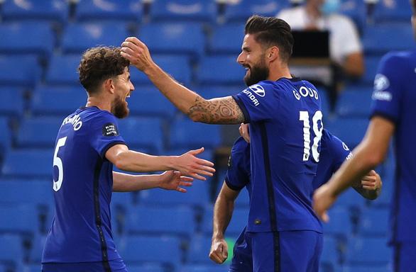 Giroud bay người đánh đầu ghi bàn giúp Chelsea củng cố vị trí thứ 3 - Ảnh 1.