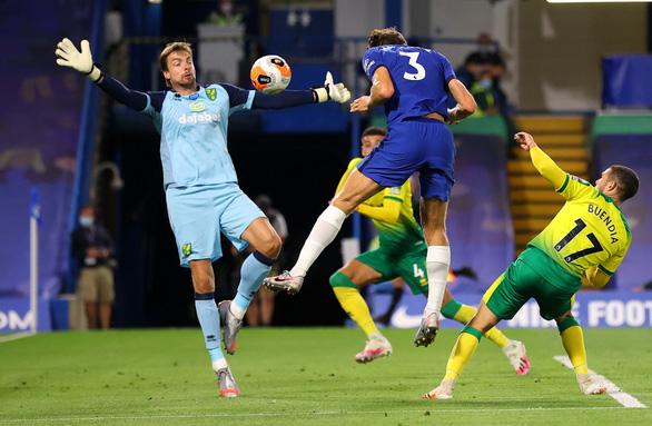Giroud bay người đánh đầu ghi bàn giúp Chelsea củng cố vị trí thứ 3 - Ảnh 2.