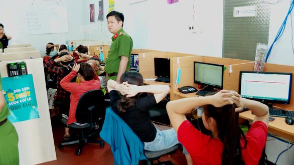 Triệt phá nhóm lừa trúng thưởng qua mạng viễn thông tại Nha Trang - Ảnh 3.
