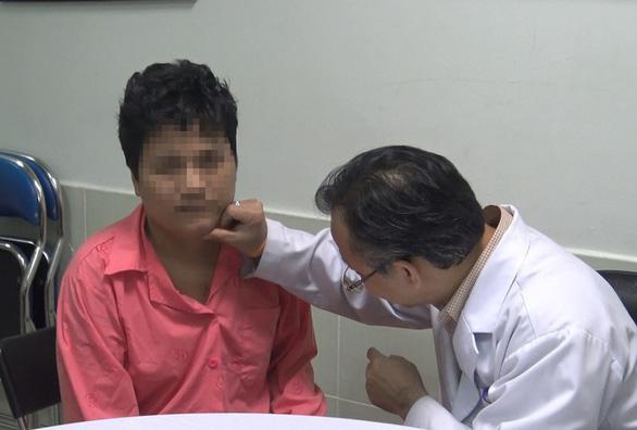 Tăm xỉa răng dài 10cm lạc trôi vào tim thanh niên - Ảnh 1.