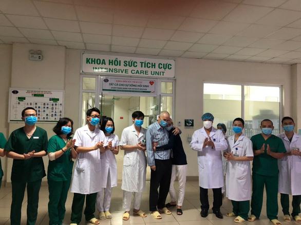 Đại sứ Anh cảm kích vì Việt Nam tận tình điều trị COVID-19 cho công dân Anh - Ảnh 1.