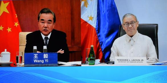 Sau tuyên bố Biển Đông của Mỹ, Trung Quốc hứa hẹn nhiều với Philippines - Ảnh 1.