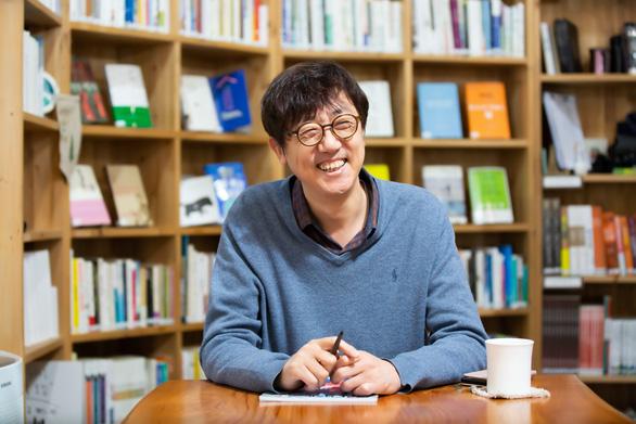 Tác giả Koh Kyoung Tae: Đồng cảm để chữa lành - Ảnh 1.