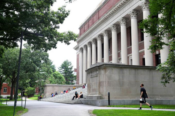 Mỹ hủy bỏ quy định gây tranh cãi đối với du học sinh - Ảnh 1.