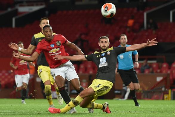 Đua top 4 Giải ngoại hạng Anh (Premier League): Những đôi chân M.U, Chelsea và Leicester run rẩy - Ảnh 1.