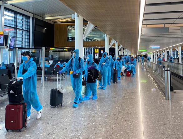 Mạo danh Vietnam Airlines để mời khách mua vé máy bay về nước tránh dịch - Ảnh 1.