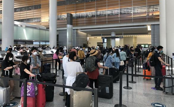 Một người Việt gặp nạn trên máy bay từ Mỹ về nước - Ảnh 1.