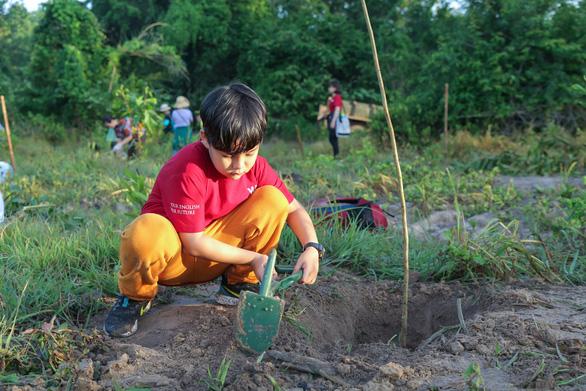 Giáo dục trẻ yêu thiên nhiên qua hoạt động trồng cây gây rừng - Ảnh 2.