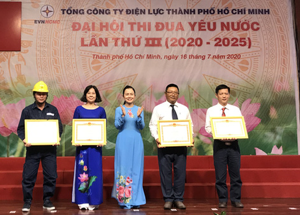 Thủ tướng Chính phủ tặng bằng khen cho ngành điện TP.HCM - Ảnh 1.