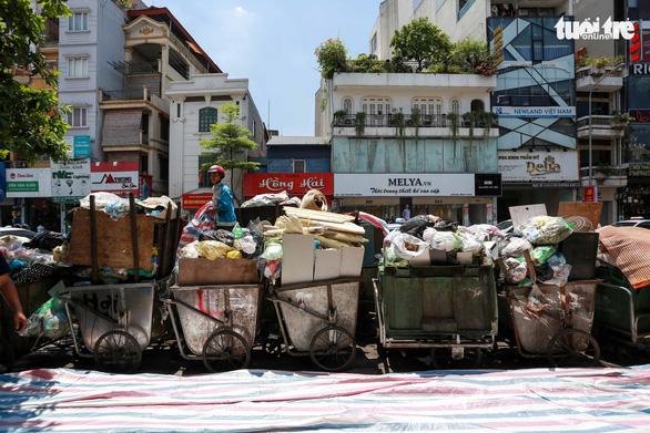9.000 tấn rác chất đống trong nội thành Hà Nội - Ảnh 2.