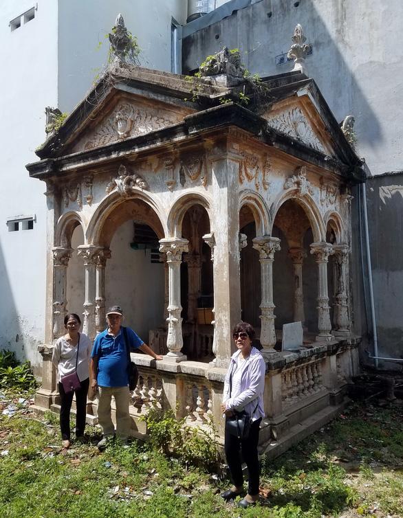 Đi tìm viếng mộ Trương Minh Ký: Dấu vết danh nhân kẹt giữa bêtông đô thị - Ảnh 1.