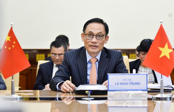 Việt Nam và Trung Quốc họp trực tuyến, bàn về tình hình quốc tế và Biển Đông - Ảnh 1.