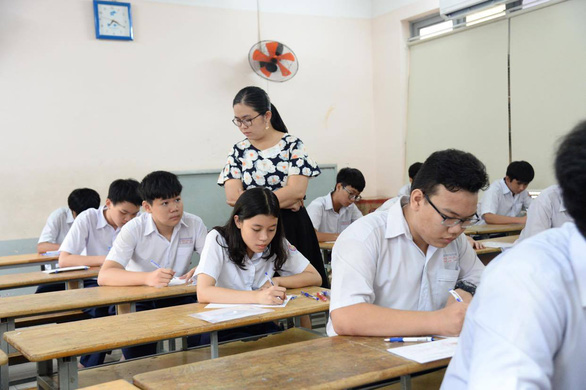 Sáng nay 16-7 thi tuyển sinh lớp 10 TP.HCM: Đề thi dễ hơn? - Ảnh 9.