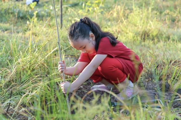 Giáo dục trẻ yêu thiên nhiên qua hoạt động trồng cây gây rừng - Ảnh 1.
