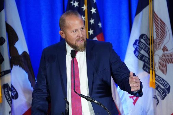 Đang tụt phía sau đối thủ Joe Biden, ông Trump thay quản lý chiến dịch tái tranh cử - Ảnh 1.