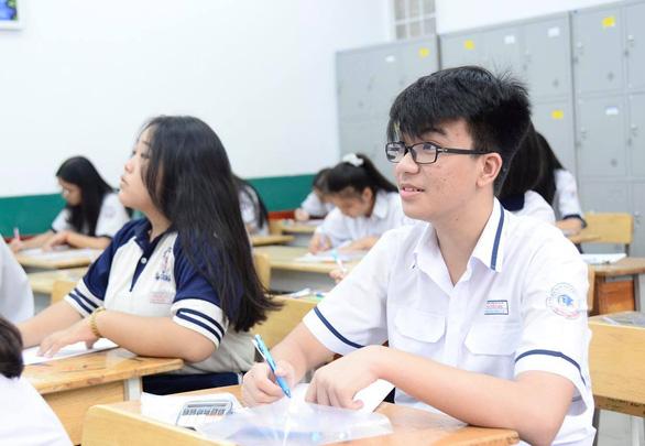 Sáng nay thi lớp 10 ở Hà Nội, TP.HCM: Dù kết quả thế nào thì bố mẹ vẫn yêu con - Ảnh 11.