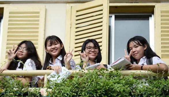 Sáng nay thi lớp 10 ở Hà Nội, TP.HCM: Dù kết quả thế nào thì bố mẹ vẫn yêu con - Ảnh 5.
