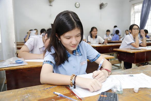 Sáng nay thi lớp 10 ở Hà Nội, TP.HCM: Dù kết quả thế nào thì bố mẹ vẫn yêu con - Ảnh 9.