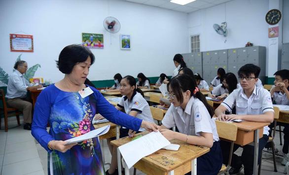 Sáng nay thi lớp 10 ở Hà Nội, TP.HCM: Dù kết quả thế nào thì bố mẹ vẫn yêu con - Ảnh 10.