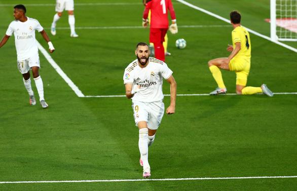 Benzema lập cú đúp đưa Real Madrid lên ngôi vô địch La Liga - Ảnh 2.
