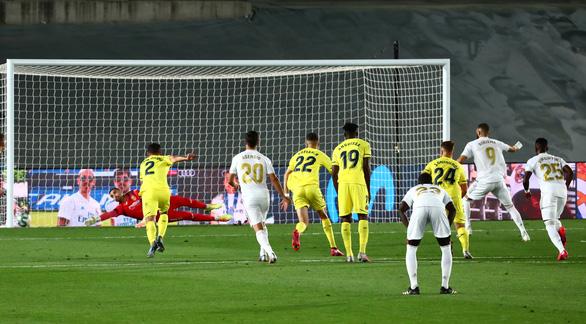 Benzema lập cú đúp đưa Real Madrid lên ngôi vô địch La Liga - Ảnh 3.