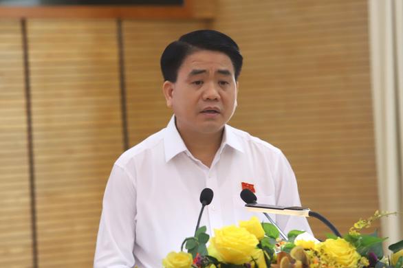 Chủ tịch Hà Nội đồng cảm với người dân sống quanh bãi rác Nam Sơn - Ảnh 1.