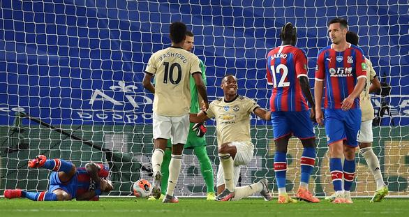 Được VAR cứu, Man Utd tiếp tục nuôi hy vọng vào top 4 - Ảnh 1.