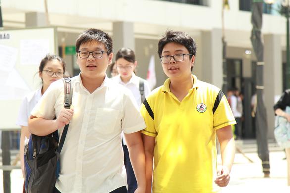 Hà Nội: Buổi thi đầu tiên, 3 học sinh vi phạm quy chế - Ảnh 1.