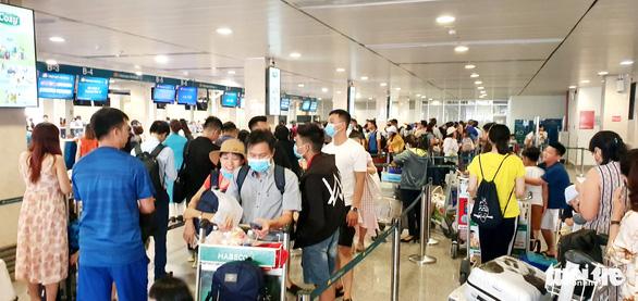 Hãng bay điều chỉnh kế hoạch khai thác ở Tân Sơn Nhất, Nội Bài - Ảnh 1.