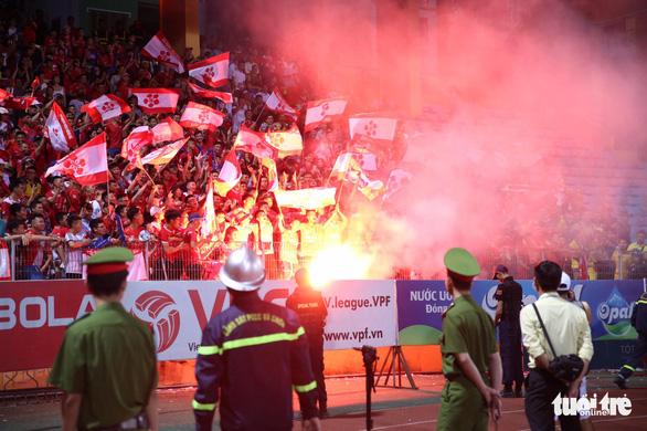 HLV Hải Phòng khen Hà Nội FC kiểm soát tốt pháo sáng từ CĐV đất cảng - Ảnh 1.