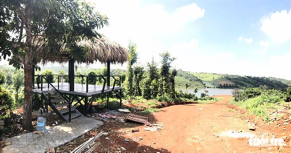Dân lấp hồ thủy lợi, chính quyền lúng túng - Ảnh 1.