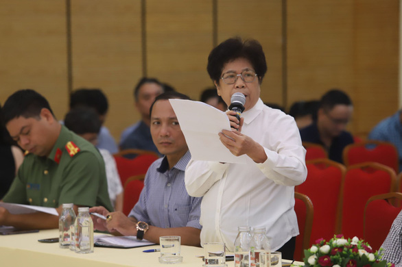 Chủ tịch Hà Nội đồng cảm với người dân sống quanh bãi rác Nam Sơn - Ảnh 2.