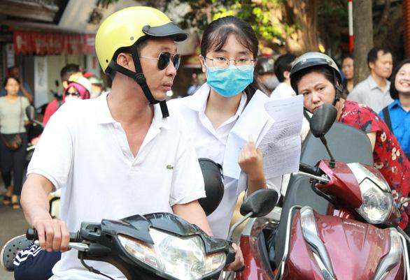 Sáng nay thi lớp 10 ở Hà Nội, TP.HCM: Dù kết quả thế nào thì bố mẹ vẫn yêu con - Ảnh 6.