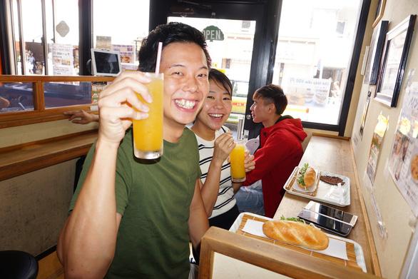Bánh mì Xin chào của người Việt nổi danh trên nhiều kênh báo chí hàng đầu Nhật Bản - Ảnh 4.