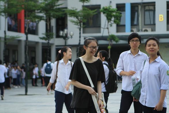 Sáng nay thi toán lớp 10 Hà Nội: Đề sẽ dễ như văn, Anh? - Ảnh 1.