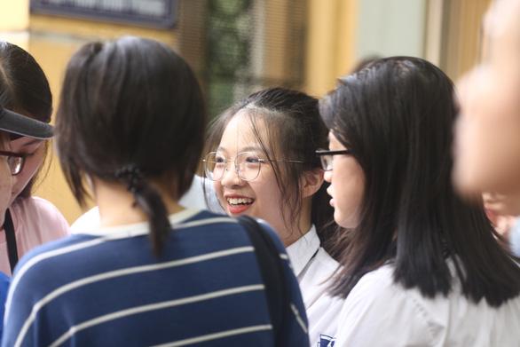 Đề toán thi lớp 10 Hà Nội vừa tầm, dự báo nhiều thí sinh 8-9 điểm - Ảnh 3.