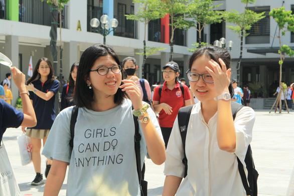 Đề toán thi lớp 10 Hà Nội vừa tầm, dự báo nhiều thí sinh 8-9 điểm - Ảnh 4.