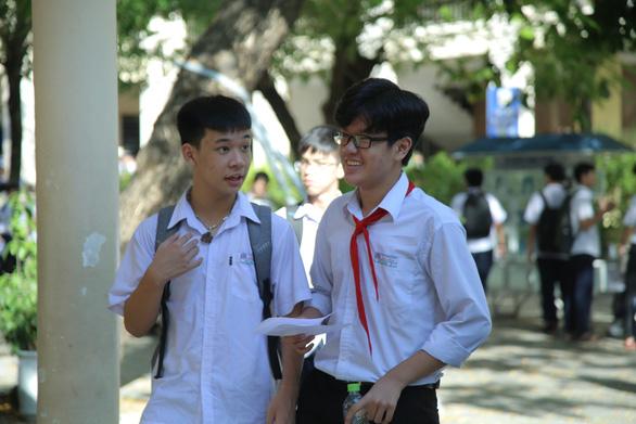 Đề tiếng Anh nhẹ nhàng, thí sinh thi lớp 10 Đà Nẵng thở phào - Ảnh 4.