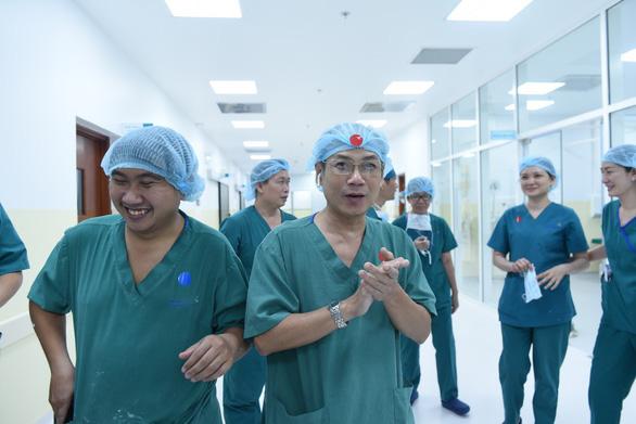 Báo chí quốc tế đưa tin về cuộc phẫu thuật tách rời trẻ song sinh dính liền của Việt Nam - Ảnh 1.