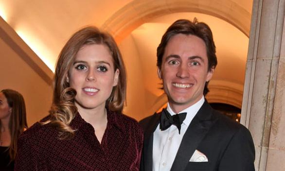 Công chúa Anh lặng lẽ kết hôn, Nữ hoàng chứng kiến cùng 20 người - Ảnh 2.
