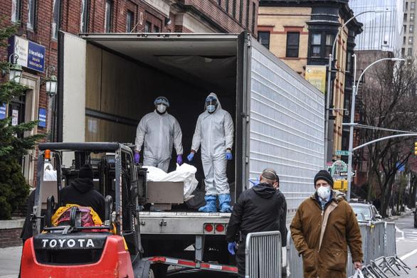 Nhà xác quá tải, Texas, Arizona dùng xe đông lạnh trữ thi thể bệnh nhân COVID-19 - Ảnh 3.