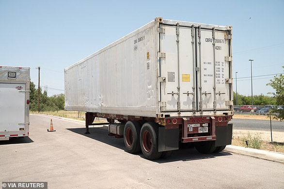 Nhà xác quá tải, Texas, Arizona dùng xe đông lạnh trữ thi thể bệnh nhân COVID-19 - Ảnh 2.