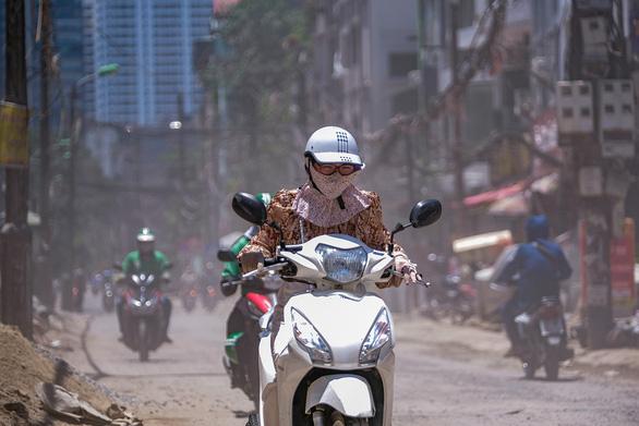 Khẩn cấp kiểm soát ô nhiễm không khí ở TP.HCM, Hà Nội - Ảnh 1.