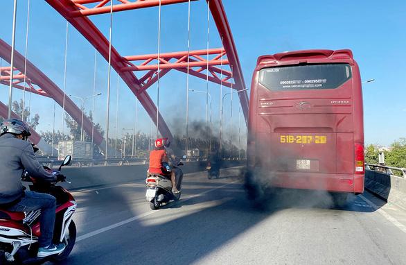Khẩn cấp kiểm soát ô nhiễm không khí ở TP.HCM, Hà Nội - Ảnh 3.