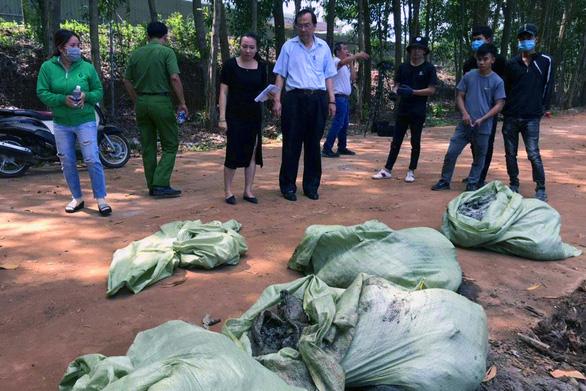 Bị bắt quả tang chôn rác thải công nghiệp trái phép, Công ty Shing Mark đổ thừa cho công nhân - Ảnh 2.